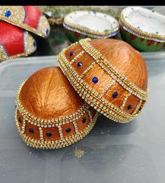 Wedding Crafts, Wedding Ideas, Coconut Decoration, Wedding Plates, Coconut Shell, Fabric Painting, Shells, Design, House