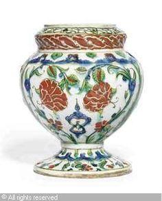 IZNIK CERAMIC, 16 > (Turkey)  Title : FLOWER VASE  Date : ca 1590  FLOWER VASE sold by Christie's, London, on Friday, December 09, 2011