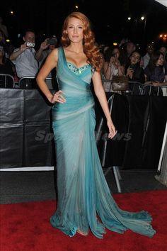 Strawberry blonde Blake. Gorgeous gown!