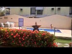 Vendo Casa/ Village á venda no Miragem. Lindissima Ref; ca0310 Casa Village muito bem decorado, piso porcelanato, cozinha planejada, banheiro social dependência de empregada completa, 3 dormitórios sendo um com suite e varanda.  condomínio com 9 casas com piscina e muito verde