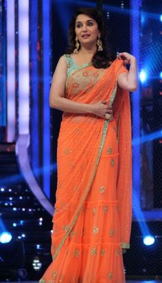 Madhuri Dixit Beautiful Stills At Shuddh Desi Romance Promotion On The Sets Of Jhalak Dikhal Jaa - Tollywood Stars