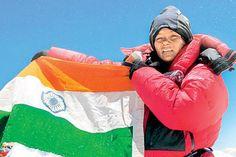 पद्मश्री अरुणिमा सिन्हा ने एक बार फिर विश्व में तिरंगे की शान बढ़ाई. माउंट एवरेस्ट विजेता और पद्मश्री से सम्मानित अरुणिमा सिन्हा ने विश्व की पांचवीं सबसे ऊंची दक्षिण अमेरिका(अर्जेन्टीना) की 6962 मीटर चोटी अंकाकागुआ पर तिरंगा फहराया.