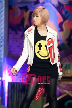 #Minzy #2NE1 Love Minzys awesome smile shirt- so cool. Come visit kpopcity.net for the largest discount fashion store in the world!!