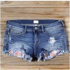 LISTING! NWT Plaid Destructed Denim/Jean Shorts NWT Plaid Pocket Destructed Denim/Jean Shorts. So perfect for warmer weather! Cut off style jean shorts with plaid pocket details. Plaid is orange/blue coloring. Medium wash. Fits true to size with some stretch. Material is cotton/polyester/spandex blend. Available in S (0-4), M (6-8), L (10-12). No Trades and No Paypal Shorts Jean Shorts