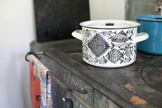 Neptun enamel pot by Esteri Tomula for Finel