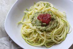 Spaghetti de courgette  (+ sauce avocat, citron, ail, huile d'olive, basilic)