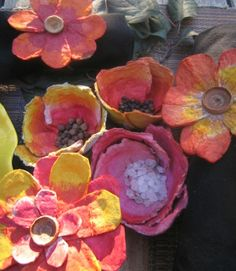 Egg Crate Flower Napkin Holders & Centerpiece Flowers By Sonya Nimri Reduce, reuse, recycle . Egg crate flowers make a fantastic craft beca Recycled Crafts Kids, Recycled Art, Fun Crafts, Crafts For Kids, Paper Crafts, Handmade Flowers, Diy Flowers, Paper Flowers, Fabric Flowers