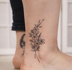 Ankel Tattoos, Cute Ankle Tattoos, Ankle Tattoos For Women, Dainty Tattoos, Mini Tattoos, Black Tattoos, Body Art Tattoos, Small Tattoos, Tatoos