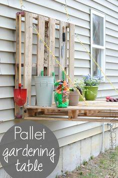 Esta mesa de trabajo o banco de jardinería no te costará apenas nada si cuentas con un par de palets