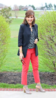 27 Days of Spring Fashion: Floral Top With Coral Pant - Grace & Beauty