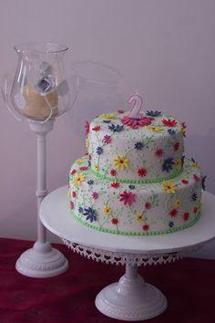 Beliciosos: Bolo  aniversário alegre, florido e colorido