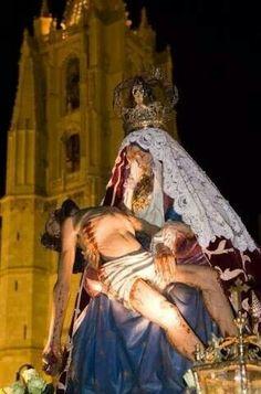 La Dolorosa frente a la Catedral. Viernes de Dolores.