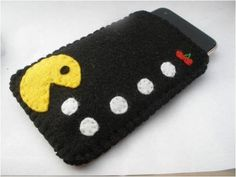 PacMan iPhone / iTouch / iPod Case by GadgetGear on Etsy Felt Phone Cases, Felt Case, Iphone Cases, Felt Bookmark, Yarn Dolls, Felt Gifts, Homemade Crafts, Diy Christmas Gifts, Barn
