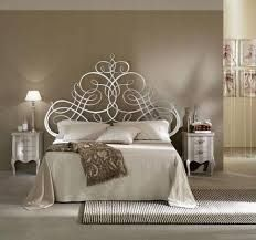 Risultati immagini per pareti dietro al letto