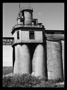 La antigua Panificadora. Construida en 1917 por Antonio Valcarce sobre un proyecto de Manuel Gómez Román, Otto Werner y Jorge Buchi. Se cerró en 1981.