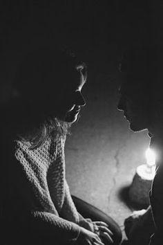 CoisasMinhas: Tu olhas para mim através do halo da última vela e...