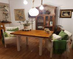 Esta acogedora mesa rústica de comedor fabricada con madera de palets es ideal para compartir momentos agradables con familia y amigos. Dining Table, Rustic, Furniture, Home Decor, Rustic Style, Dining Room Tables, Rustic Furniture, House Decorations, Industrial Coffee Tables