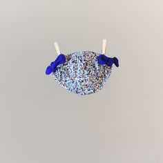 Maillot de bain à nœuds Liberty fille  bleu Pyla. A partir de 19,90€ sur le site web http://www.unesourisaparis.com/
