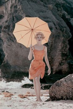 Another Lovely Summer pic.Vintage Vogue 1959 by Jerry Schatzberg Vintage Vogue, Vintage Glamour, Vintage Beauty, Vintage Style, 1950s Style, Vintage Vibes, Vintage Inspired, Vestidos Pin Up, Magazine Vogue