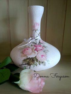 Pink Roses Decoupage Crackle Vase Diy Bottle, Bottle Art, Bottle Crafts, Decoupage Glass, Decoupage Art, Bottles And Jars, Glass Bottles, Altered Bottles, Recycled Bottles
