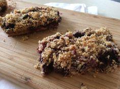 Very-berry oat bars: gluten-free // thefitnut.com #glutenfree #bars #recipe #berries #energy #snack #breakfast