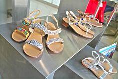 •P/E 2016• Ancora poche ore per entrare ufficialmente nel weekend! Ispira il tuo outfit all'aria primaverile dei nuovi sandali Gardini!  Per qualsiasi info scrivici344 04 69 082 Presto online sul nostro sito www.riccishop.it   #gardini #sandali #donna #scarpe #calzature #taccobasso #bari #sandalo #moda #romagna #scarpa #saldi #molise #colorate #donne #glitter #sconti #bella #campania #dettagli #colori #stile #genova #sconto #siracusa #scarpette #sicilia #belle #pescara #venafro