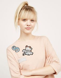 BSK structured kitty patch top. Discover this and many more items in Bershka…