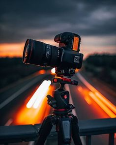These are our Top 11 Best Camera Accessories for Camera gadgets that will make your life a lot easier and will take your photography to a whole new l. Best Camera For Photography, Canon Photography, Photography Business, Photography Photos, Creative Photography, Nature Photography, King Photography, Dslr Background Images, Photo Backgrounds