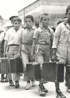 Niños españoles de familias republicanas exiliados a consecuencia de la geurra civil 1936 - 1939