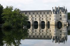 Worthy representation of Renaissance architecture in Touraine, the Château de Chenonceau spans the Cher, whose waters reflect the perfection of its construction.