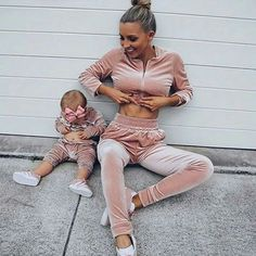 Mothershape sell the best mom and baby products of These range from postpartum belts to insulated diaper bags. Fashion Kids, Baby Girl Fashion, Mommy And Me Outfits, Baby Outfits, Mother Daughter Fashion, Foto Baby, Baby Family, Mother And Baby, Future Baby