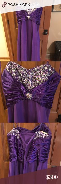 Beautiful Detailed Prom Dress Size 20-22 but has a corset back so it can fit down to a 16/18 and up to a 22/24. Beautifully detailed across front and back. Wear it strapless or with neck tie. Has built in bra. I wore it for a couple hours the day of prom and it's been in the closet since. One of a kind bought in Florida for over $600. Dresses Prom