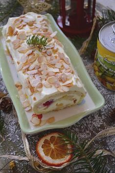 rulada de bezea cu migdale si fructe tropicale Egg White Cookies, Baby Food Recipes, Dessert Recipes, Romanian Desserts, Delicious Deserts, Sweet Tarts, Crack Chicken, Something Sweet, Goodies