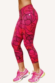 I'm sick of all my black leggings and to get some livelier stuff: Tiempo Libre fitness clothes for women