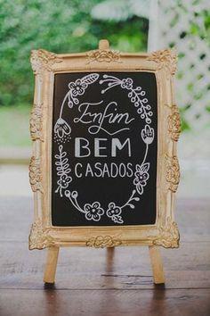 Com a chegada de chegam também as novas tendências de casamento. Listamos abaixo as principa Wedding Signs, Diy Wedding, Dream Wedding, Wedding Day, Wedding Venues, Wedding Reception, Peacock Wedding Cake, Floral Wedding Cakes, Bouquet Wedding