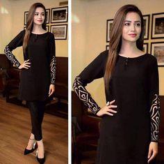 rocking a black in black look the stunning sanajaved looks effortlessly graceful her style is 315744 Velvet Pakistani Dress, Pakistani Formal Dresses, Pakistani Dress Design, Pakistani Outfits, Pakistani Girl, Indian Dresses, Indian Outfits, Stylish Dresses For Girls, Stylish Dress Designs