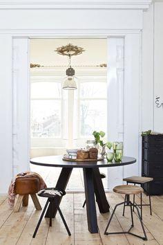 Inspiratie voor ronde eetkamertafels: bekijk deze 10 verschillende ronde tafels en doe inspiratie op voor jouw eigen keuken, eetkamer of woonkamer!