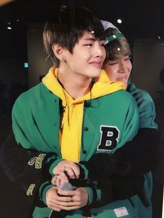 This pains me just to see Taehyung in pain. But I wanna thank Jimin for being a good friend to Taehyung 💜💜💜 V Taehyung, Namjoon, Bts Jungkook, Bts Vmin, K Pop, Block B, Foto Bts, Jikook, Rapper