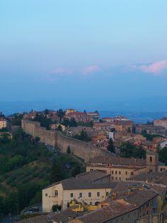 Perugia, Italy (via juliabourque.blogspot.com)