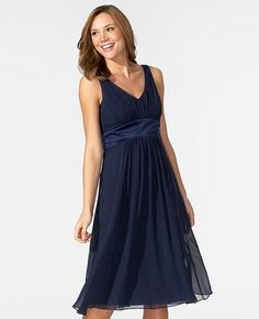 Navy blue bridesmaids dresses - Check out navarragardens.com for info on a beautiful Oregon wedding destination!