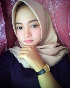 Dina Agustin Hijaber Cute From Aceh - Hijaber Indo Beautiful Hijab Girl, Beautiful Muslim Women, Hijabi Girl, Girl Hijab, Arabian Beauty Women, Hijab Collection, Muslim Beauty, Hijab Bride, Wedding Hijab