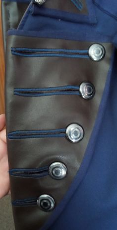 23. Hier sieht ihr die Seitenleisten fertig am Mantel.