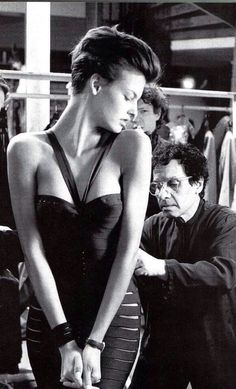 Circa 1991 - Linda Evangelista and Azzedine Alaia... O guarda roupa ideal segundo Azzedine Alaia deve ter um caleçon, um vestido para seduzir e um que permaneça na memória dos filhos e claro um armário cheio de roupas...
