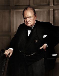 54 photos historiques colorisées   WWII Winston Churchill vintage Sophia Loren Red Hawk photoshop photo Pablo Picasso noir et blanc Maryl...