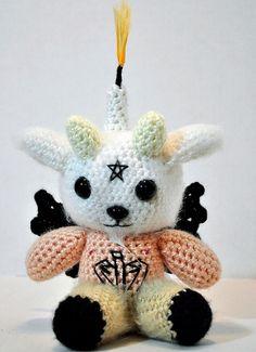 Fuente: http://montesmith.tumblr.com/post/14045871363/baby-baphomet-amigurumi-by-monte-a-smith-baby