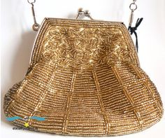 Beautiful vintage evening bag.  Perfect for prom.