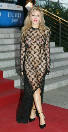 """Davorka Tovilo arrives for the """"ECHO"""" 2005 German Music Awards at the Estrel Convention Center on April 2005 in Berlin, Germany. Vind hoogwaardige nieuwsfoto's in een hoge resolutie op Getty Images Beautiful Dresses For Women, Sheer Clothing, Revealing Dresses, Sheer Beauty, Dressed To Kill, Hot Outfits, Red Carpet Dresses, I Dress, Celebs"""