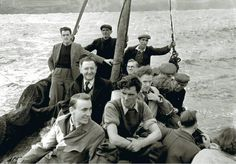 People leaving the Blasket Islands in 1953 via @scary_biscuits