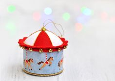 "Живущая на Радугe: Елочная Игрушка ""Карусель"" / Carousel Cross Stitch Ornament"