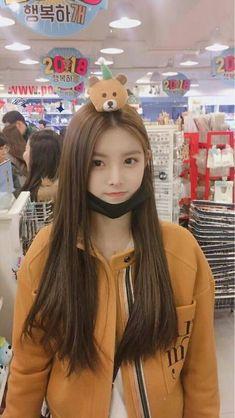 Kpop Girl Groups, Korean Girl Groups, Kpop Girls, Ulzzang Korean Girl, Cute Korean Girl, Yoon Ara, Cute Girls, Cool Girl, Asian Beauty
